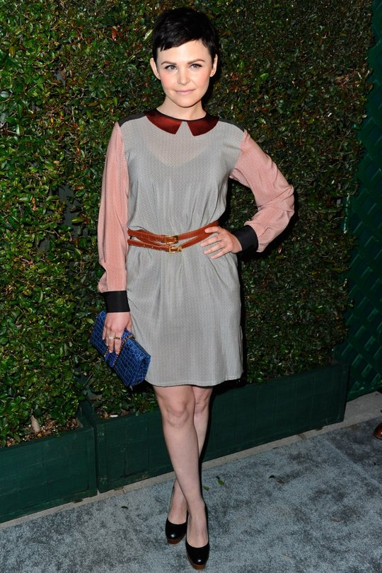 This look has seemed to polarise bloggers this week but we really like it. It's something different, yes the colours are a bit mismatched but Ginnifer never apologises for her choices and wears clothes with convinction. Loving the belt and blue clutch!