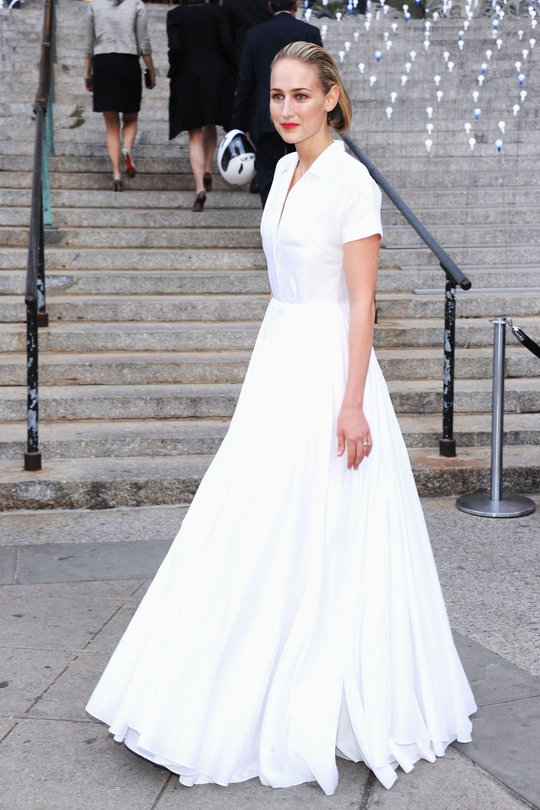 Looking absolutely impeccable in Jil Sander is Leelee Sobieski, It's almost as if she walked off the runway in it because it's styled the exact same as it was. This is classic beauty in a modern age. Best Dressed by far.