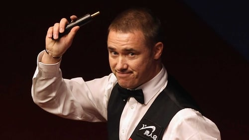 Stephen Hendry had plenty to smile about after utterly dominating the second session of his match against a misfiring John Higgins