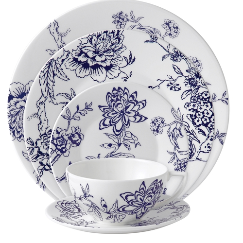 The Chinoiserie Blue pattern forms an impressive dinner service.