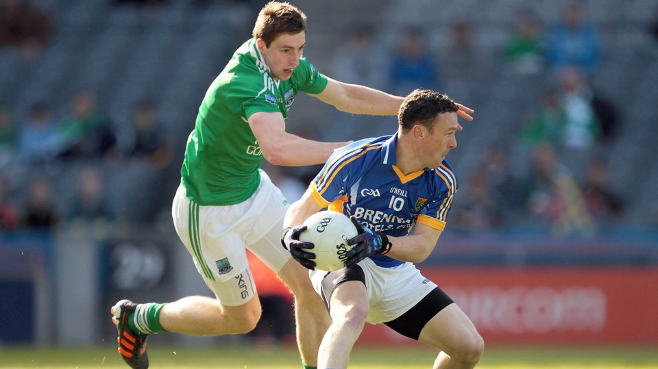 Fermanagh's Eoin Donnelly puts pressure on Leighton Glynn from Wicklow