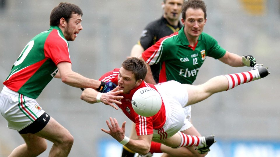 Cork's Eoin Cadogan manages to get the pass away despite the close attention of Mayo's Kevin McLoughlin and Alan Dillon