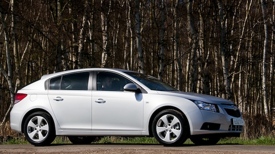 Chevrolet Cruze is a Ford Focus-sized hatchback that can seat five