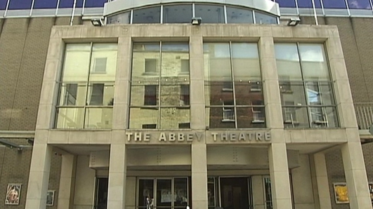 Theatre professionals 'gravely concerned' by Abbey