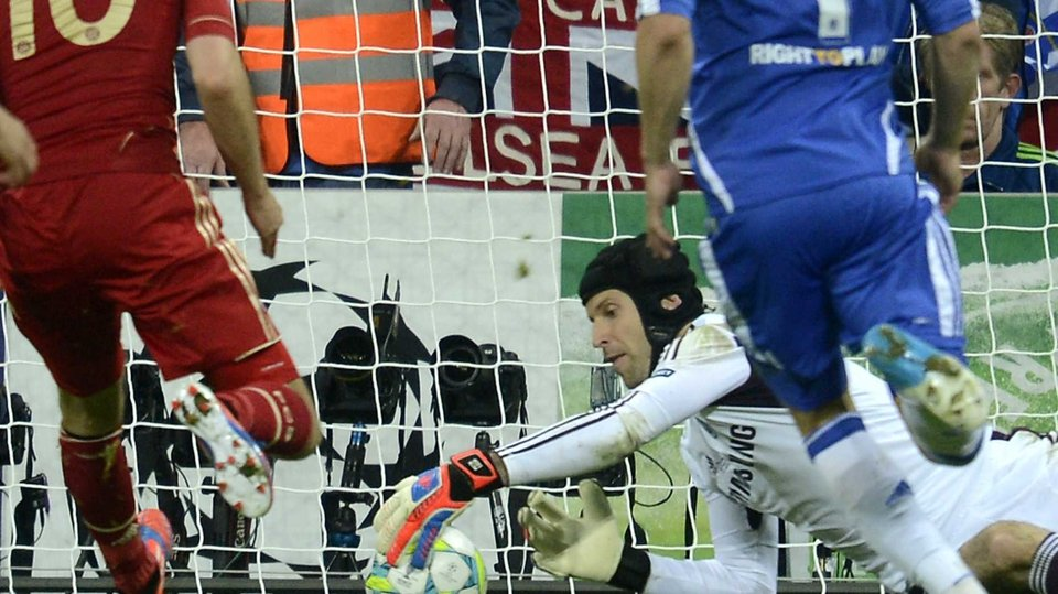 Petr Cech gets down to save Robben's penalty in extra time