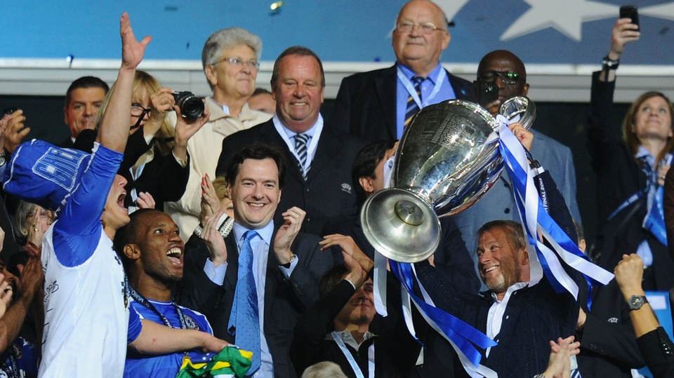 Roman Abramovic lifts the Champions League trophy