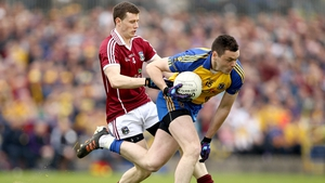 Keith Kelly of Galway puts Donie Shine under pressure