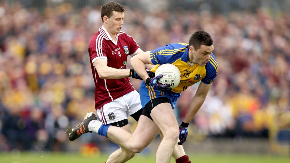 Keith Kelly of Galway puts Donie Shine under pressure