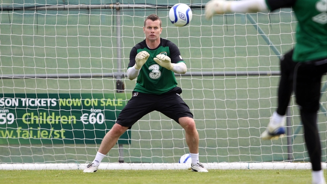 Shay Given picked up a minor knee injury in yesterday's training session in Malahide.