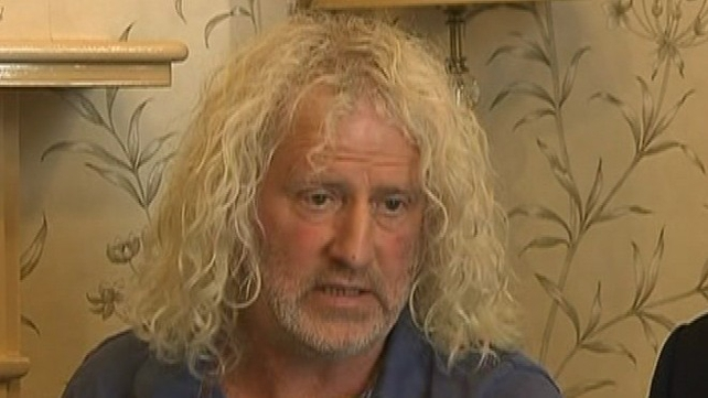 Mick Wallace says the Garda Commissioner should not be investigating himself