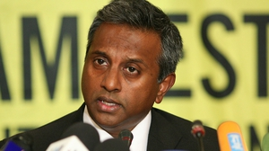Amnesty chief Salil Shetty says treatment of refugees by Italy and Greece is 'disgraceful'