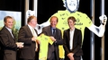 Schleck presented with 2010 yellow jersey