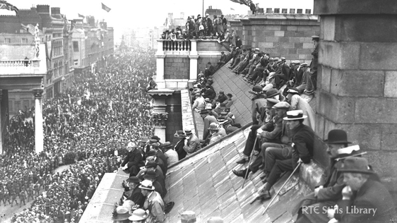 Viewing a Great War victory parade from Dublin rooftops © RTÉ Stills Library 0504/015