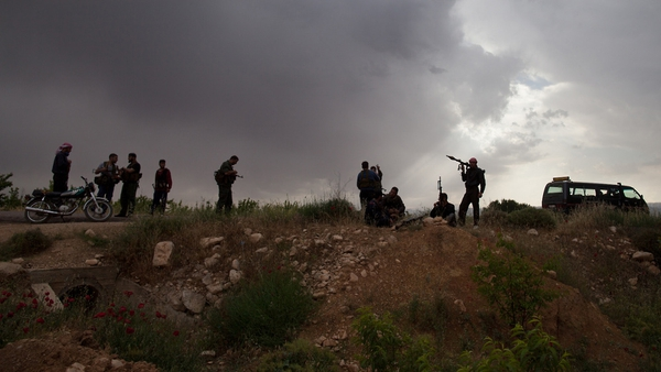 Syrian rebels take position near Qusayr, 15km from the flashpoint city of Homs