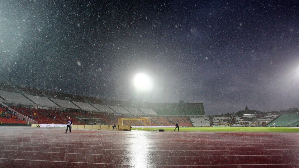 Storms delayed the game at the Ferenc Puskas stadium