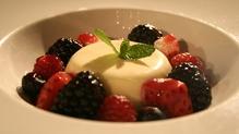 Vanilla Panna Cotta, Fresh Berries & Raspberry Coulis