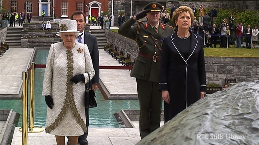 Queen Elizabeth and President McAleese at the Garden of Remembrance. © RTÉ Stills Library 5043/081