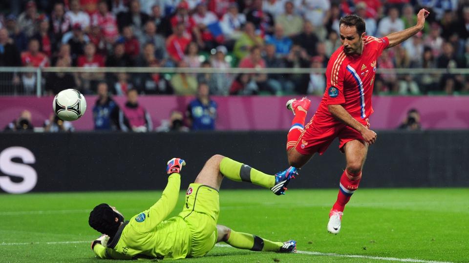 Russia's Roman Shirokov beats Czech Republic stopper Petr Cech