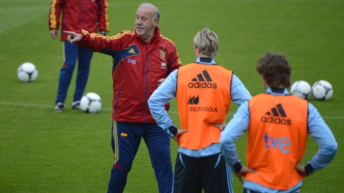 Vicente del Bosque Spain remain top