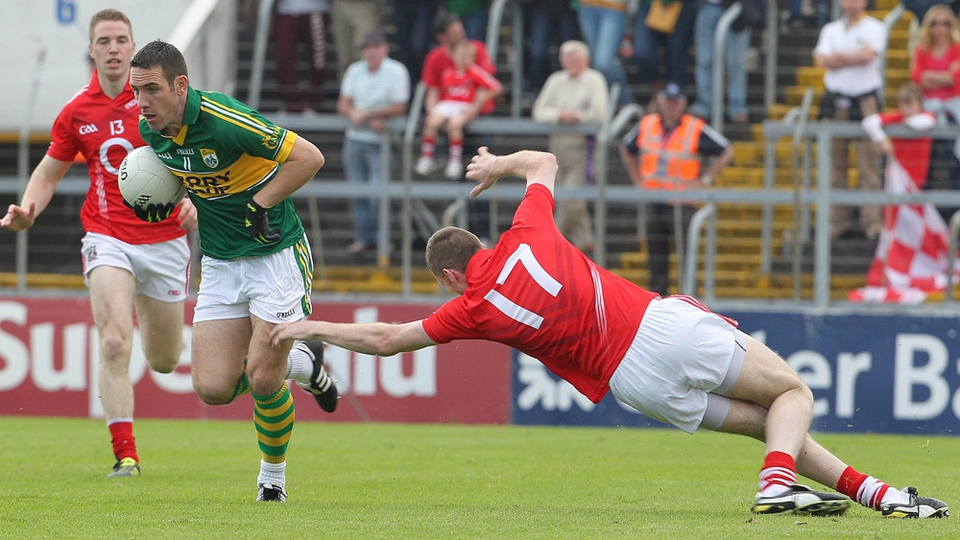 Declan O'Sullivan of Kerry evades Cork's Nicholas Murphy...