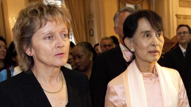 Aung San Suu Kyi met Swiss President Eveline Widmer-Schlumpf yesterday