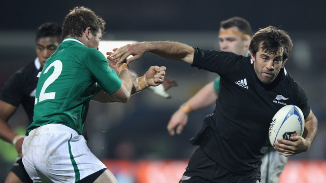 Paddy Wallace has been drafted into the Ireland squad to replace the injured Gordon D'Arcy