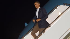 Barack Obama disembarks Air Force One on his way to the G20 summit in Mexico