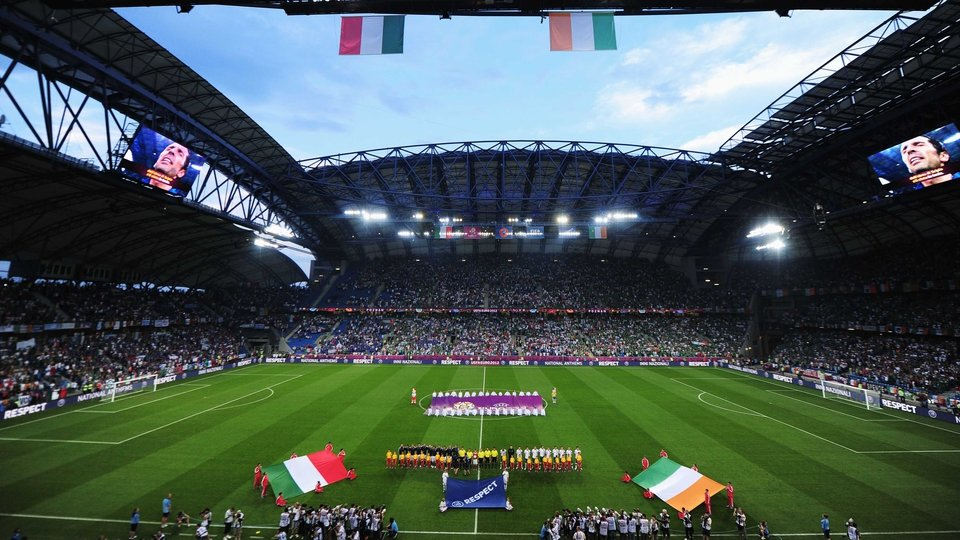 The Republic of Ireland and Italy line up for the anthems