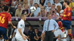 French forward Karim Benzema (C) vies with Spanish defender Sergio Ramos