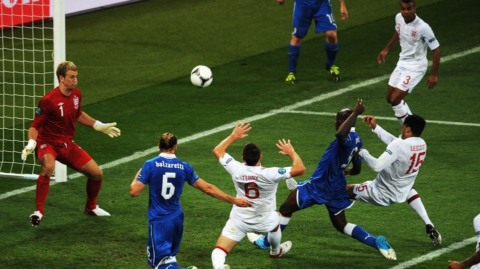 Mario Balotelli couldn't quite get on the end of Andrea Pirlo's header