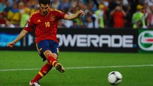 Cesc Fabregas converts the winning penalty