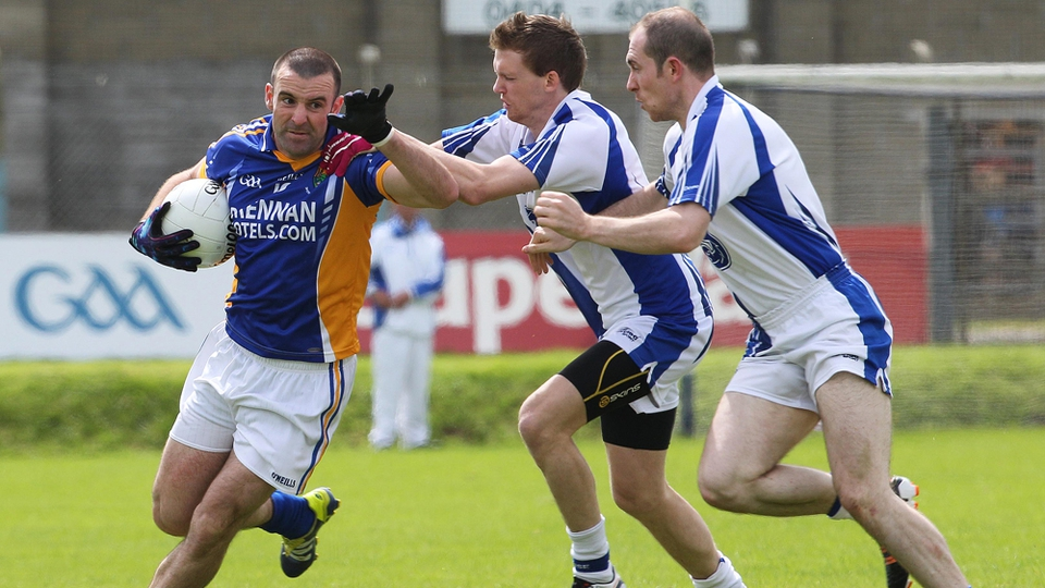 Wicklow's Daragh O'Sullivan tackled by Cillian O'Keeffe and Shane Briggs of Waterford