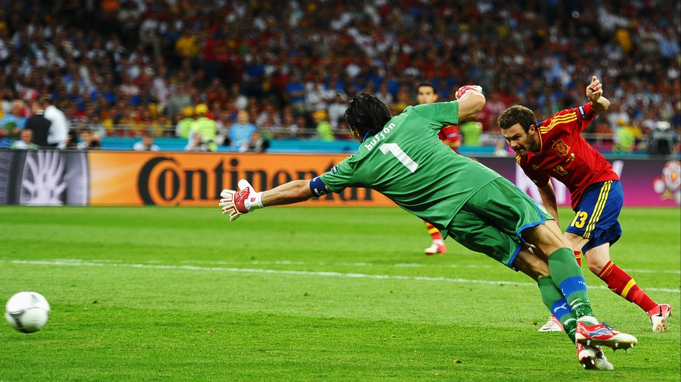Juan Mata hits Spain's fourth