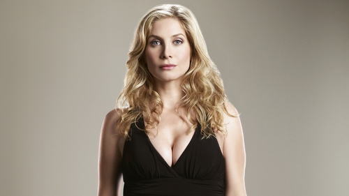 Former Lost star Elizabeth Mitchell is in Revolution