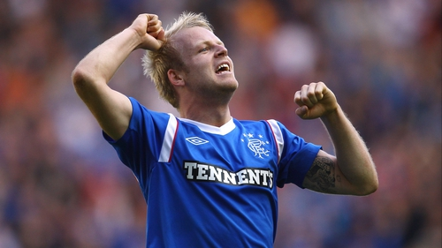 Former Rangers striker Steven Naismith has signed a four-year deal with Everton