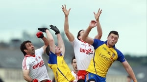 Donie Shine (far right) and Cathal Shine of Roscommon compete for a high ball with Joe McMahon (far left) and Conor Clarke of Tyrone