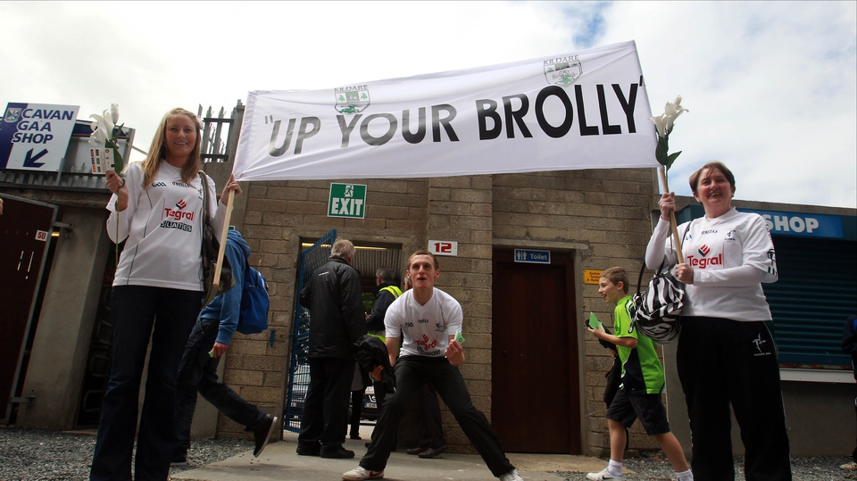 Kildare fans let RTÉ analyst Joe Brolly what they think of his opinion on the Seanie Johnston transfer saga