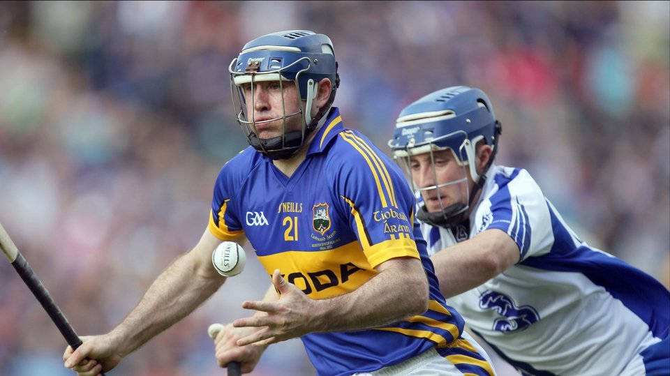 Eoin Kelly of Tipperary is pursued by Jamie Nagle
