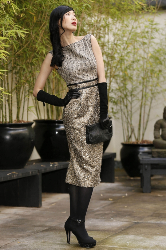 Badgley Mischka tweed dress €510, Halston Heritage black leather clutch €365, Gala suede leather gloves