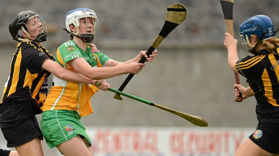 The camogie players of Offaly and Tipperary were in action in Birr. The Faithful ran out 1-13 to 1-11 winners. Elsewhere, Cork beat Tipperary in Ballincollig