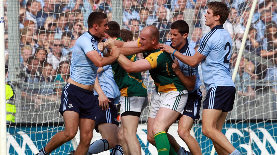 James McCarthy, Michael Fitzsimons and Rory O'Carroll of Dublin exchange pleasantries with Joe Sheridan
