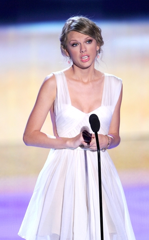 Swift dominates yet another awards ceremony. This time, the Billboard Awards!