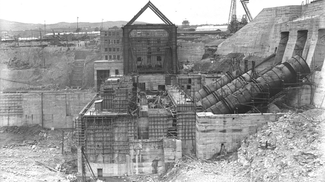 Turbines and construction work at the Shannon Scheme (Pic: RTÉ Stills Library)