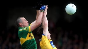 Kerry's Kieran Donaghy (l) and Barry Duggan of Clare compete for a high ball