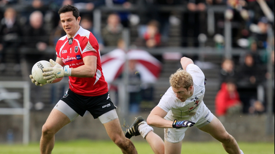 Sligo goalkeeper Philip Greene slips past Tomás O'Connor of Kildare at Dr Hyde Park