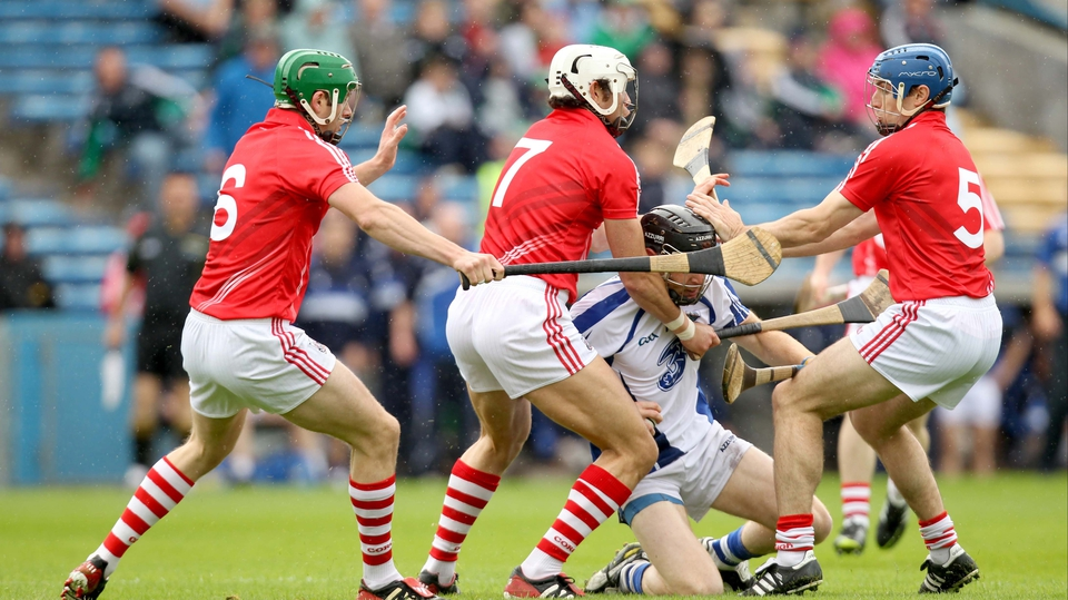 The Cork half-back line of Ó h'Ailpín (c), Tom Kenny (r) and Eoin Cadogan (l) converge on Kevin Moran of Waterford