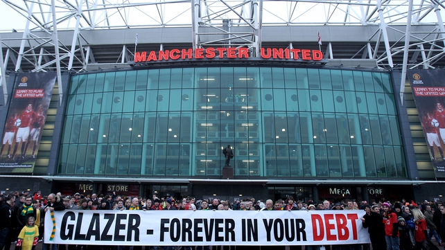 A sizeable number of Manchester United fans have made their disquiet at the club's level of debt known to the powers that be at Old Trafford