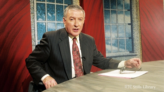 RTÉ broadcaster Seán Duignan on set for RTÉ Television's 'The Week in Politics' on 3 October 1995.