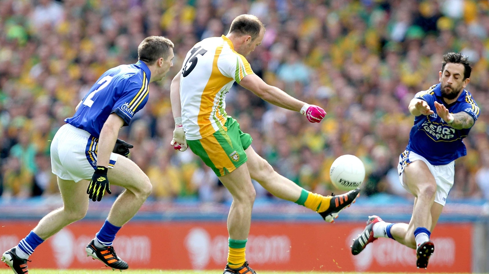 Paul Galvin tries to block a shot from Colm McFadden