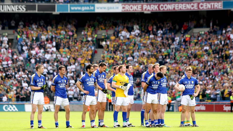 Kerry players observe a minute's silence for journalist Con Houlihan who passed away this weekend